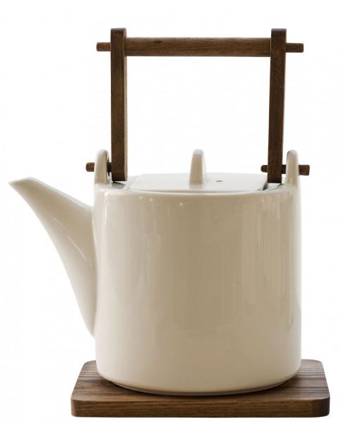 Teekanne mit dunklem Holzgriff